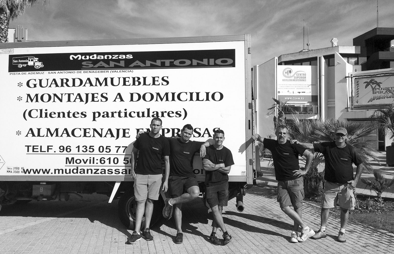 Parte del equipo de San Antonio Mudanzas en Madrid